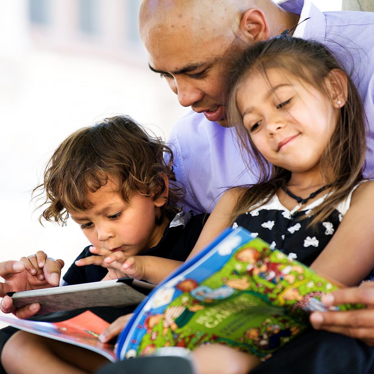 هر شب برای کودکتان کتاب بخوانید.