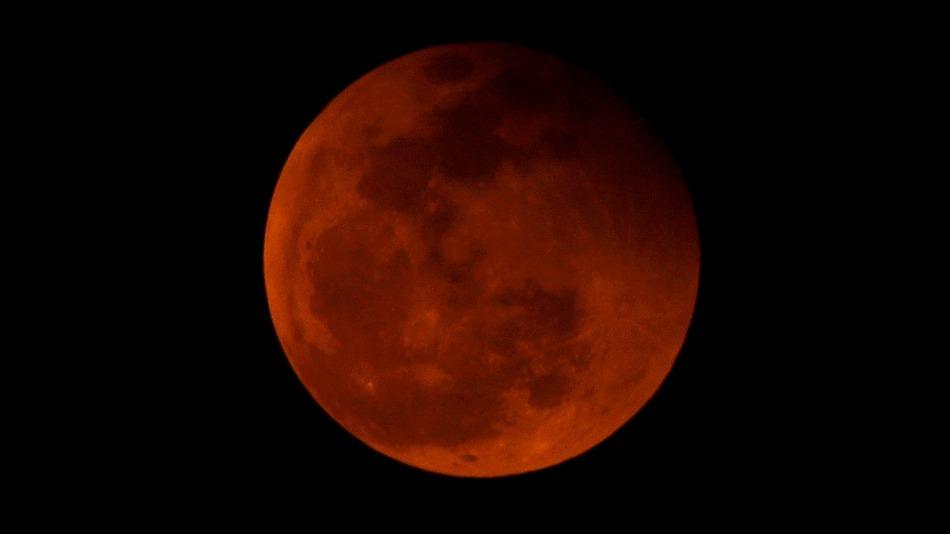 پدیده نادر ابر ماه گرفتگی