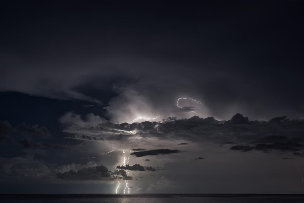 اگر در تست روانشناسی مکعب طوفان در دور دست پدیدار شد، به این معنی است که شما نگرانیهای کمی در زندگی دارید