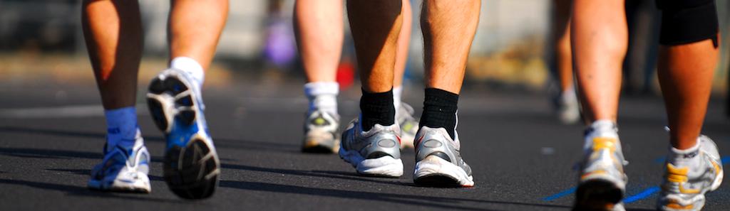 عقب عقب رفتن یا برعکس راه رفتن را در پیاده روی روزانه تان بگنجانید تا خطر آسیب دیدگی در این ورزش به صفر برسد