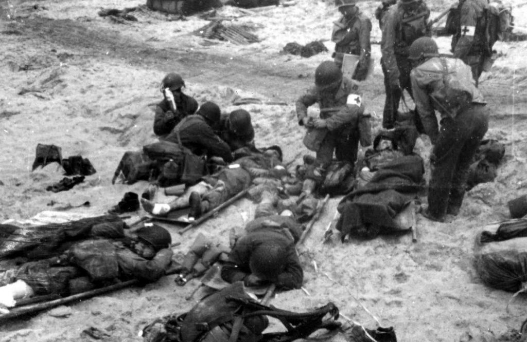 تلفات نبرد نرماندی ابدا قابل چشم پوشی نیست، امریکاییها با ۴۳۲۵۰ نفر سرباز، ۲ نبردناو، ۳ رزمناو، ۱۳ ناوشکن و ۱۰۱۰ کشتی دیگر پا میدان نبرد گذاشتند و در پایان چیزی در بین ۳۰۰۰ تا ۴۷۰۰ تلفات داشتند.