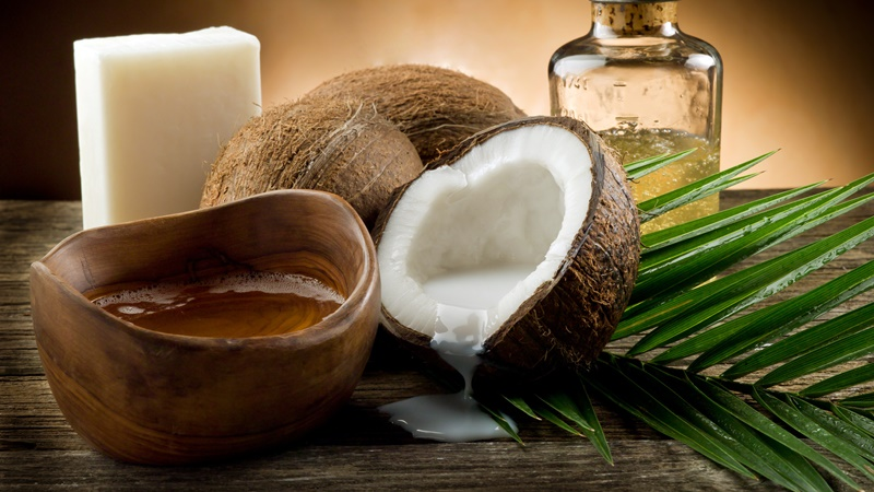 coconuts-with-oil-