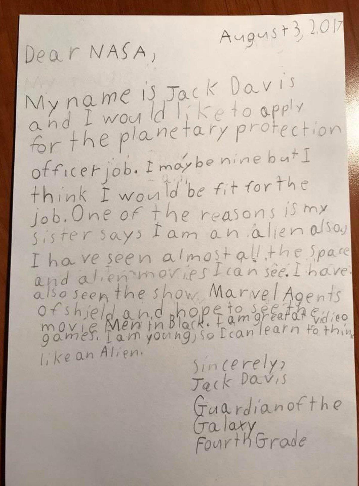 نامه دیویس 9 ساله به ناسا برای شغل افسر محافظت سیارهای