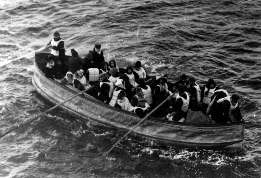 فرار بازماندگان تایتانیک