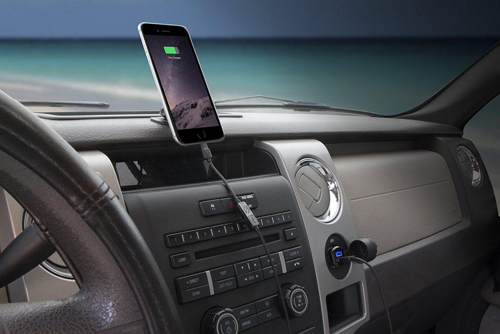 شارژ تلفن همراه در خودرو
