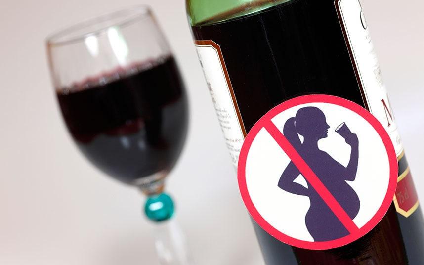 حتی قبل از بارداری نیز مادر نباید نوشیدنی الکلی بنوشد!