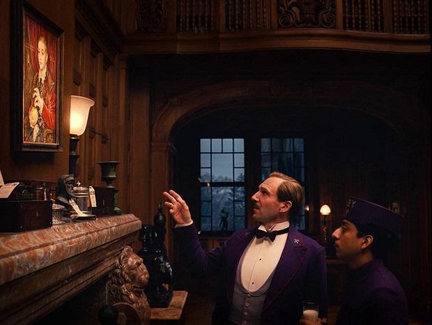 """""""غیر قابل پیش بینی بودن روایت فیلم هتل بزرگ بوداپست این اجازه را میدهد که خیلی سریع پیش رود."""""""