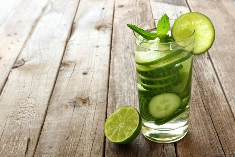 روزانه چند لیوان آب بنوشیم