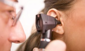 درمان گرفتگی گوش و دلایل گرفتگی گوش ها