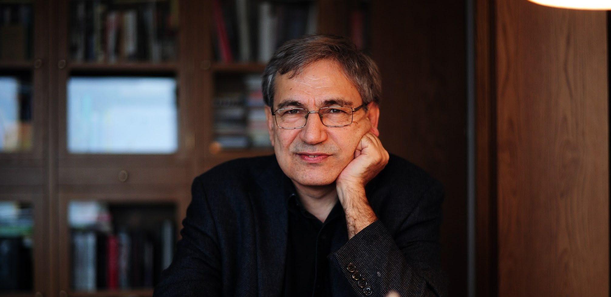 اورهان پاموک Orhan Pamuk نویسندهی استانبولی متولد ۱۹۵۲ است که در سال ۲۰۰۶ جایزهی نوبل ادبیات را دریافت کرده است. زنی با موهای قرمز The Red-Haired Woman که سال قبل در ایران منتشر شد کتابی متفاوت از این نویسنده است که ما به آن میپردازیم.