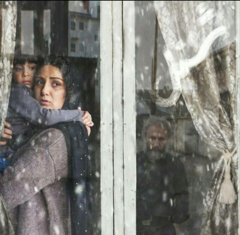 داستان فیلم شنل مداماً اوج میگیرد و چنان تعلیق مناسب و نفسگیری دارد که در تمام لحظات تماشاگر را مشتاق تماشای ادامه داستان نگه میدارد.