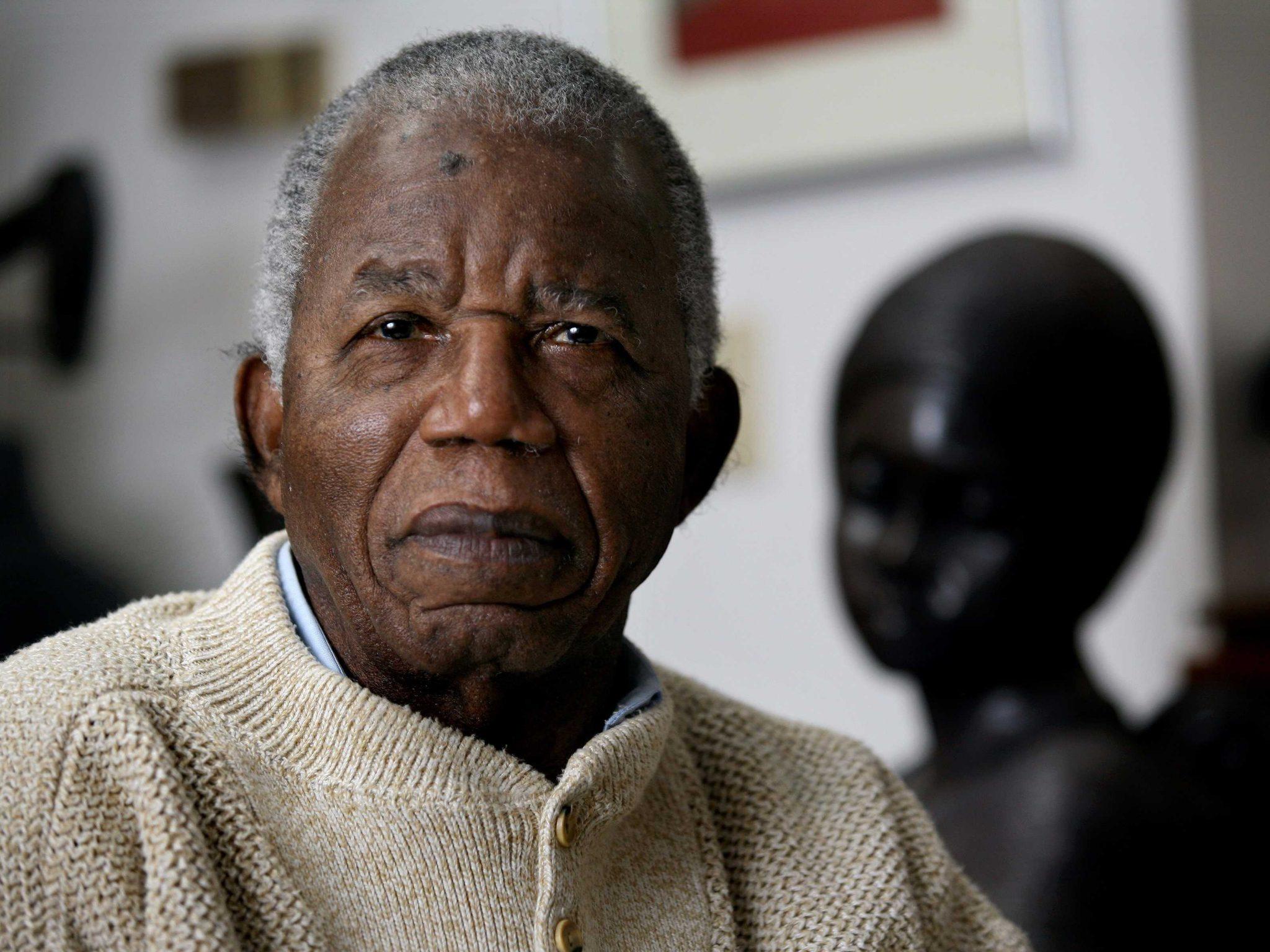 چینو آچه بهChinua Achebeبا نام کامل آلبرت چینو الو مو گو آچه به