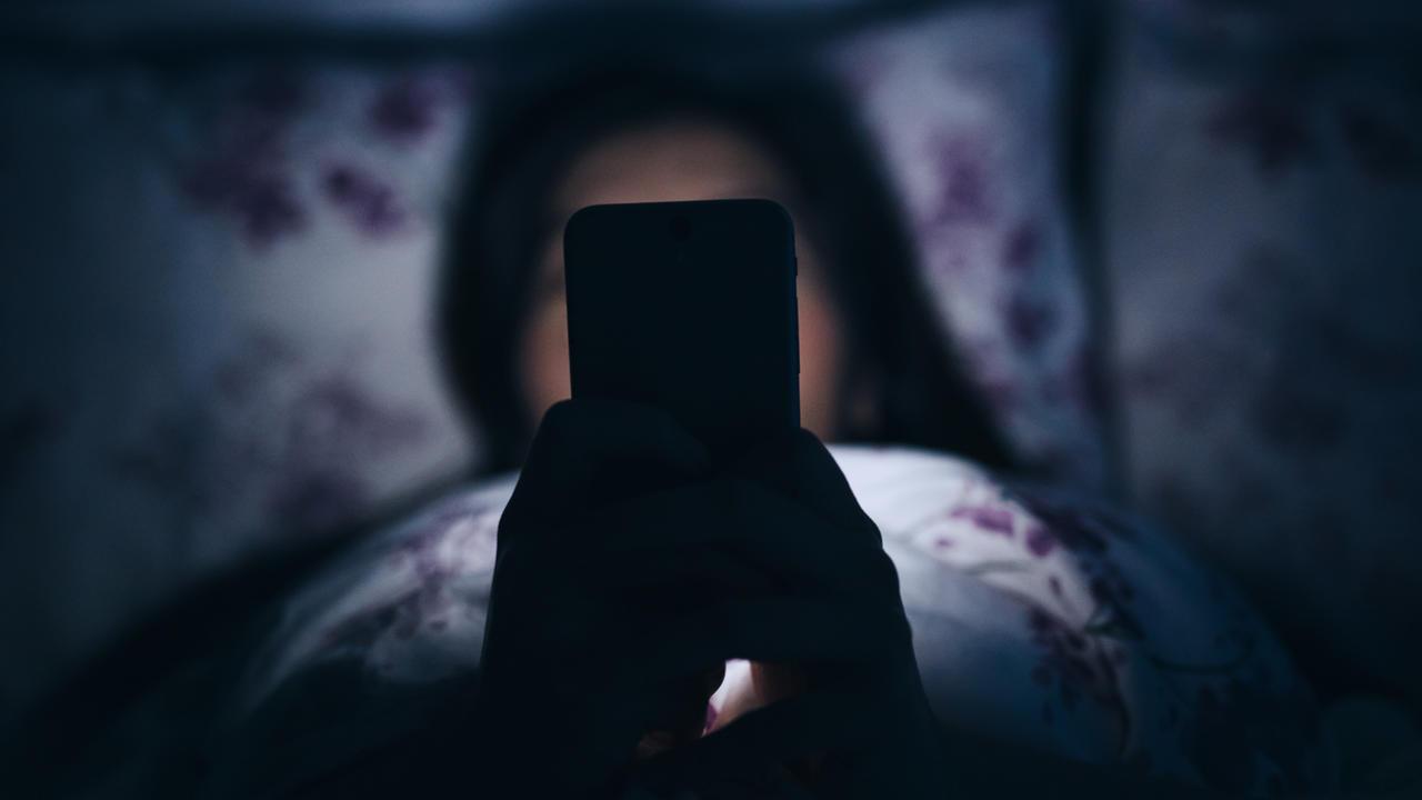 نگاه کردن به صفحات نمایش قبل از خواب مانع به خواب رفتن میشود