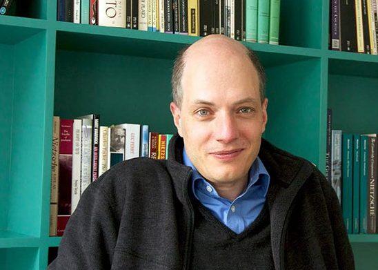آلن دوباتن فیلسوف و مجری سوئیسی ۴۷ ساله