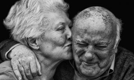 رفتارهای عاشقانه تظاهر به عشق