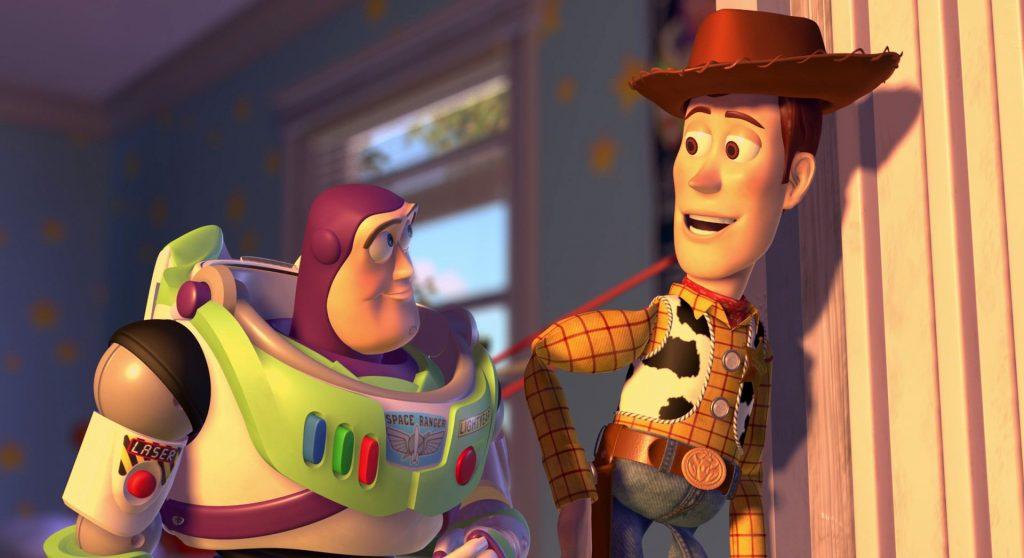 انیمیشن داستان اسباب بازی شروع یک مسیر زندگی است. مسیری که دنیای کودکان را نشان میدهد. دنیایی وابسته به خیالات، پاکی و دوستهای خیالی