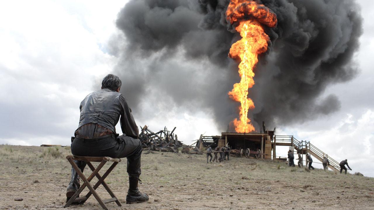 دانیل پلانیو دنیل دی لوئیسکاراکتر اصلی فیلم There Will Be Blood ، کارگری ساده، زحمتکش و تنهایی است که با تلاشهای دیوانهوارش، موفق به پیدا کردن یک چاه نفت به درد بخور میشود و آرام آرام، زندگی تازهای پیدا میکند.