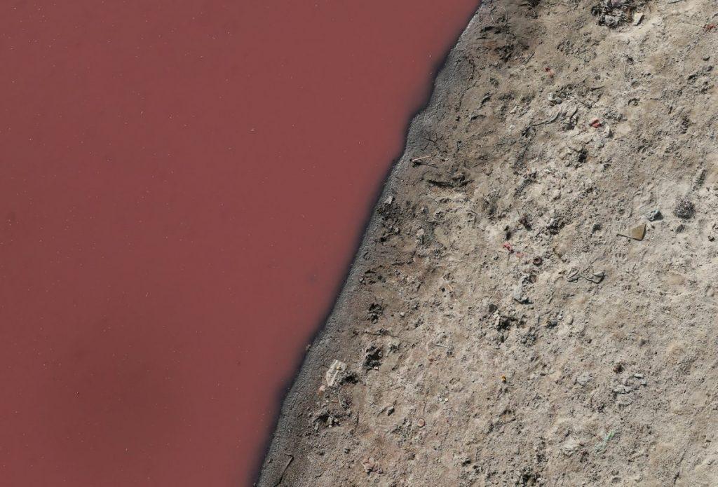 آلودگی آب در رودخانه گنگ در کانپور هند