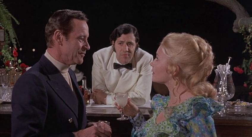 بیلی وایلدر یکی از درخشانترین چهرههای فیلمسازی هالیوود در عصر طلایی محسوب میشود که ۶ بار موفق به کسب اسکار و ۱۵ بار نامزد این جایزه بود و از این لحاظ یکی از رکوردداران تاریخ سینماست.