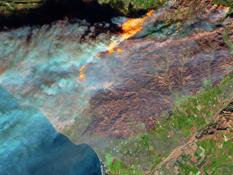 تصویری فضایی از آتش سوزی در کالیفرنیا