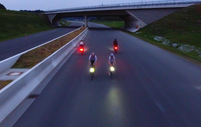 این چراغ های هوشمند دوچرخه، توسط فیزیکدانان طراحی شده است: بدون هیچگونه باتری و اصطکاکی!!