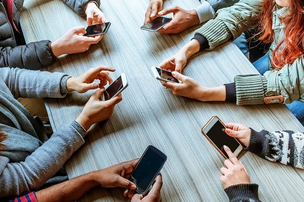 اگر مدام گوشی موبایل تان را چک میکنید دچار اعتیاد شده اید
