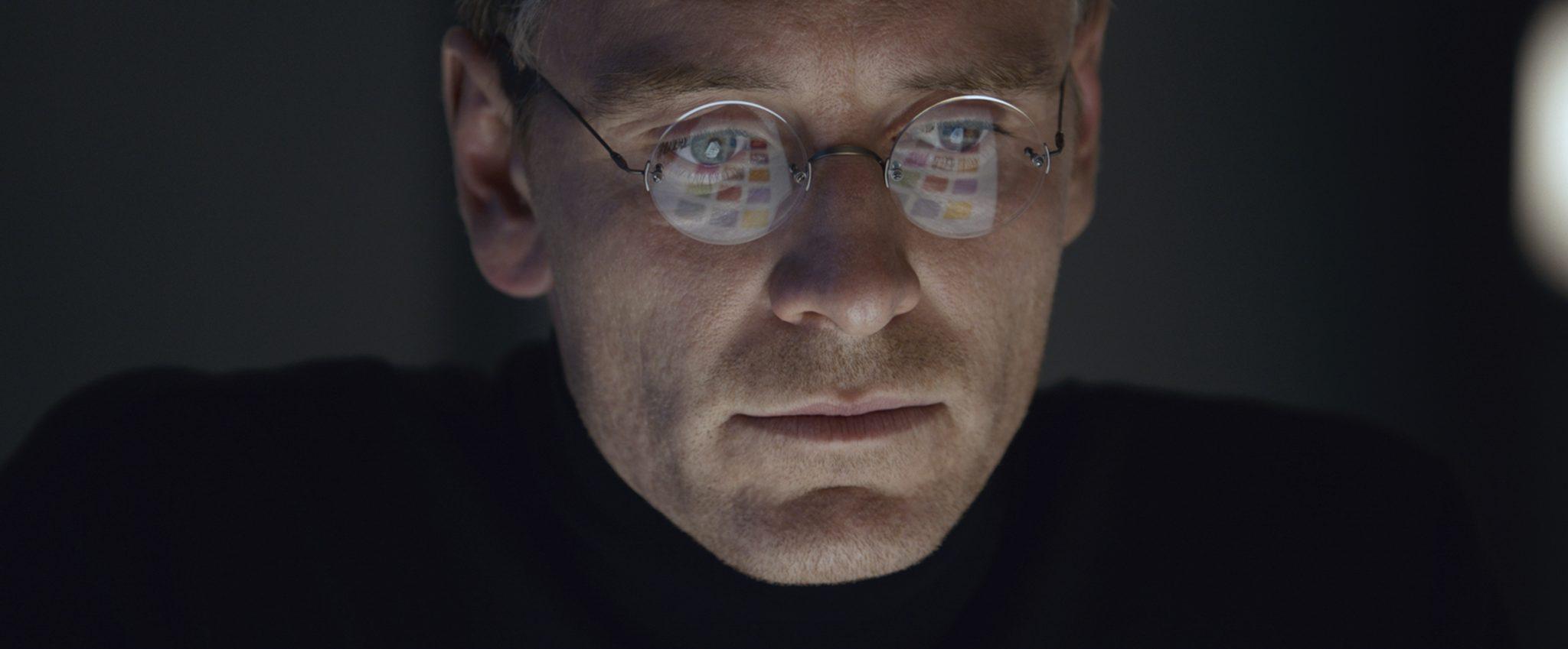 فاسبندر در این فیلم توانایی هایش را به رخ میکشد. نقاط تاریک شخصیت جابز را به نحوی به تصویر میکشد که کاملا باور پذیر است