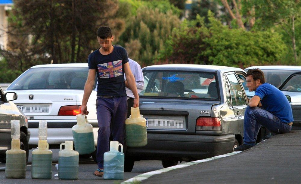 قاچاق بنزین به کشورهای همسایه به معنی انتقال یارانه ایران به قاچاق چیان و مصرف کنندگان کشورهای همسایه است که نمی تواند توجیه منطقی داشته باشد.