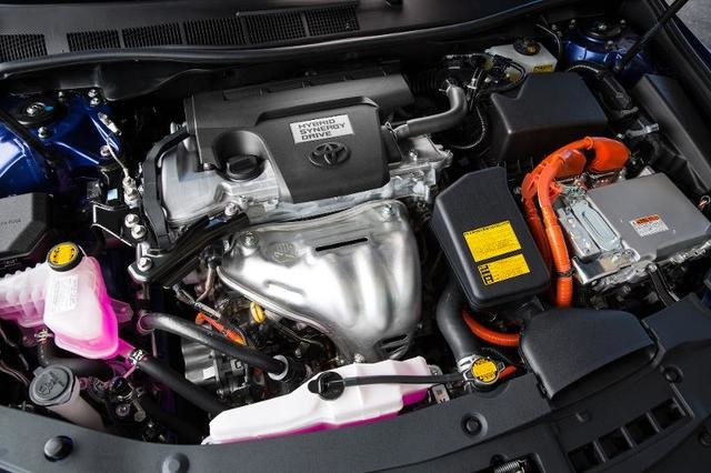 تویوتا با به کارگیری پیشرانه ۴ سیلندر ۲٫۵ لیتری و سیستم هیبریدی به کمری هیبریدی آن را به خودرو قابل توجهی تبدیل کرده تا بتواند عملکرد خوبی از خود نشان دهد.