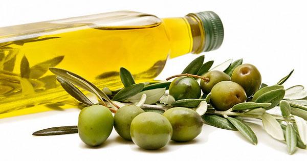 روغن زیتون خام را میتوان در محصولات آرایشی ارگانیک، کرمها و مرطوب کنندهها استفاده کرد