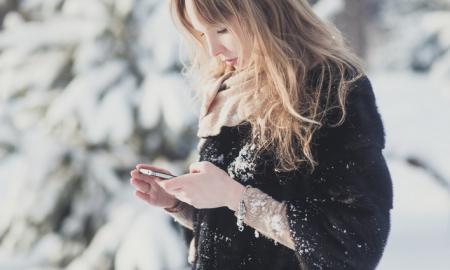 استفاده از گوشی در زمستان