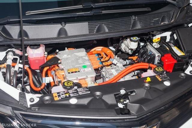 خودرویی الکتریکی که با هر بار شارژ قادر است مسافتی ۳۸۰ کیلومتر برساعتی را سپری کرده و عملکرد بالایی از خود نشان دهد.