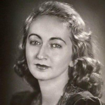 آلبا دسس پدسAlba de Céspedes y Bertini نویسنده، شاعر و روزنامه نگار ایتالیایی-کوبایی بوده است. وی در سال ۱۹۳۵ اولین رمان خود را منتشر کرد.