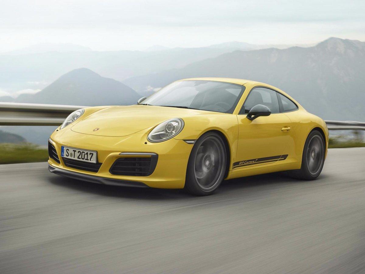 پورشه Carrera T و Carrera 2 کوپه کاهش وزنی پیدا کرده که رانندگی را لذت بخش می سازد. این مدل ۹۱۱ همانند GT3 به گیربکس دستی مجهز است تا عملکرد بالایی داشته باشد.