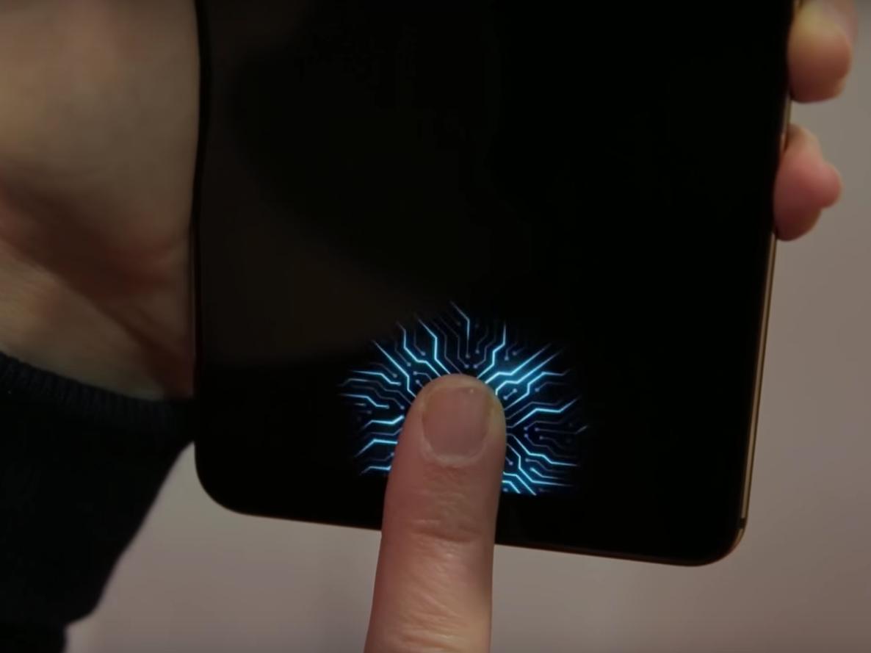 شرکت سامسونگ قصد دارد دوربین جلو و سنسورهای آن را در داخل نمایشگر تمام صفحه گوشی جای دهد!!
