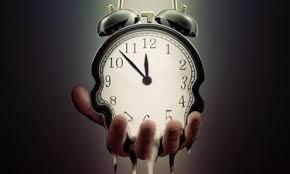 فیزیکدانان می گویند زمان در حال کند تر شدن و در نهایت متوقف شدن است!
