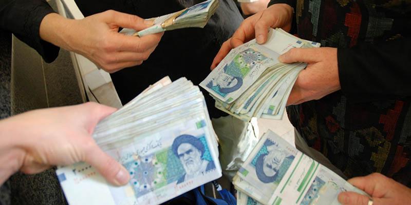 در روش نقدی کردن یارانه، معادل یارانه ای که دولت سالانه پرداخت می کند، به صورت نقدی به کل شهروندان ایرانی داده می شود.
