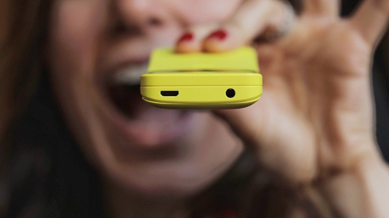 یک جک هدفون و یک پورت میکرو USB در این گوشی وجود دارد