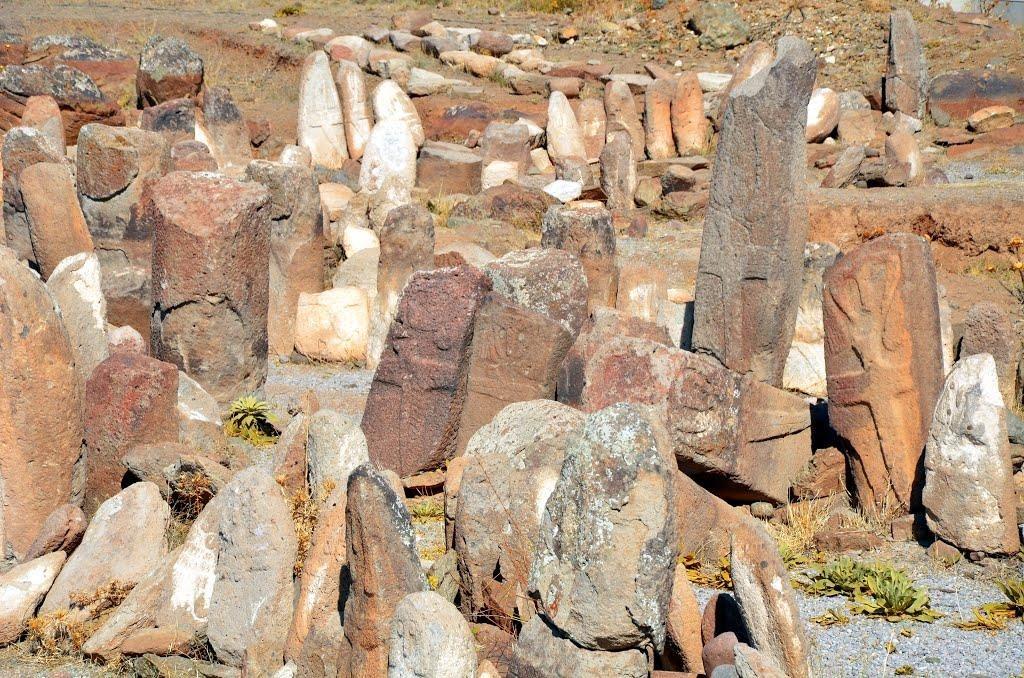 سنگ های افراشته در شهریری