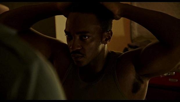 فیلم Detroit در نقد جامعه مدرن آمریکا از فیلتر هالیوود است. حقیقتی که اگرچه سعی در تقبیح آن دارد اما مطلقا تمام تقصیرها را به گردن طیف نژاد پرست پلیس نمیاندازد و به نوعی سعی در بیان واقعیت به شکلی تلطیف شده دارد.