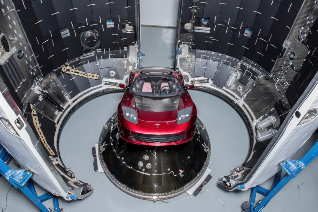 شرکت فضانوردی SpaceX می خواهد خودروی رودستر تسلا را به فضا بفرستد!
