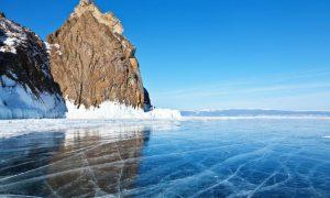 یخ زدن دریاچه بایکال در زمستان