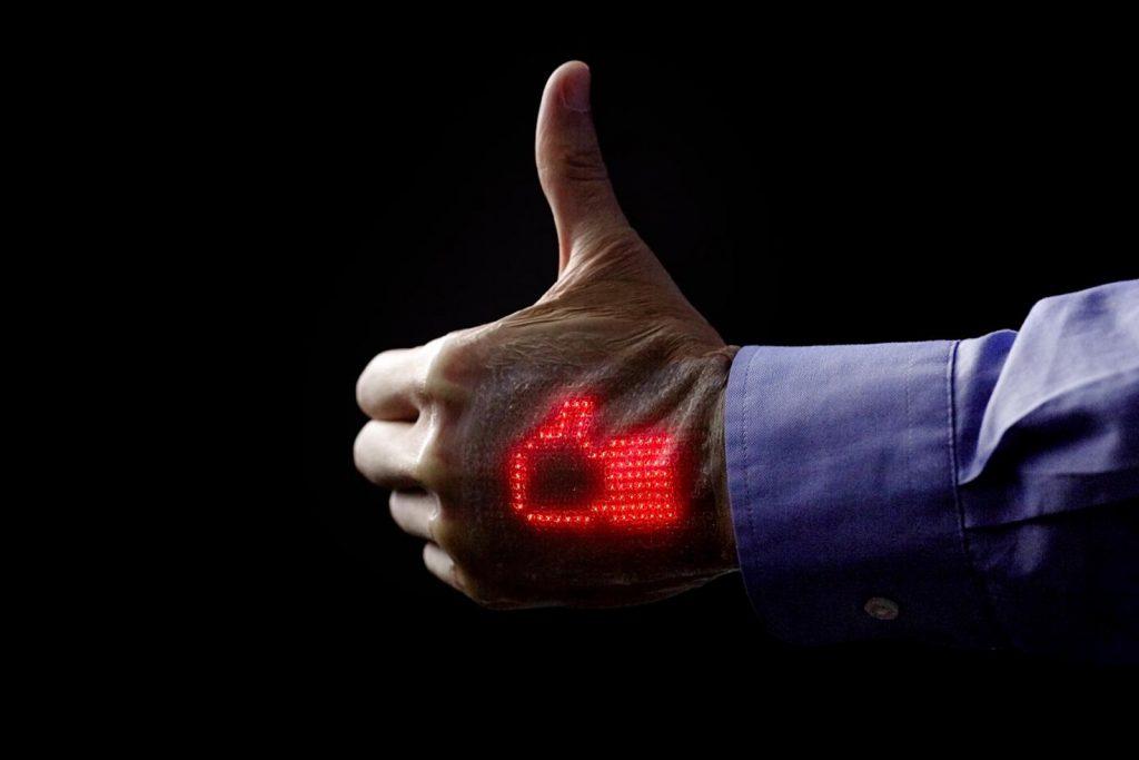 سنسور های پوستی تعبیه شده در بدن