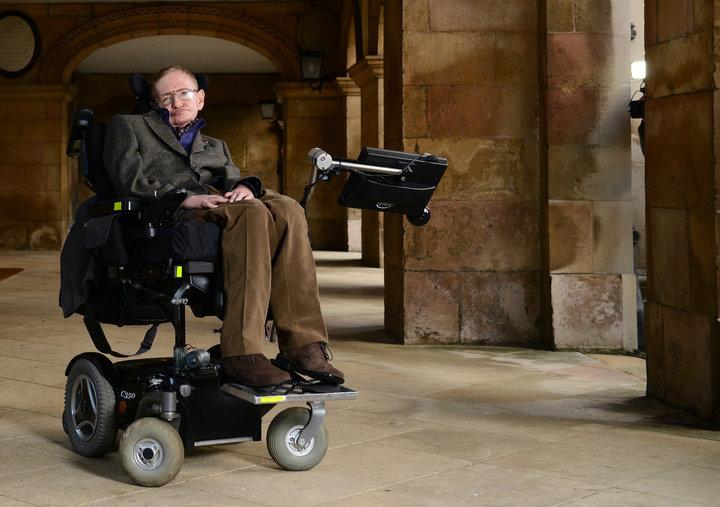 استیون هاوکینگ، دانشمند مشهور جهان، در ۷۶ سالگی درگذشت.