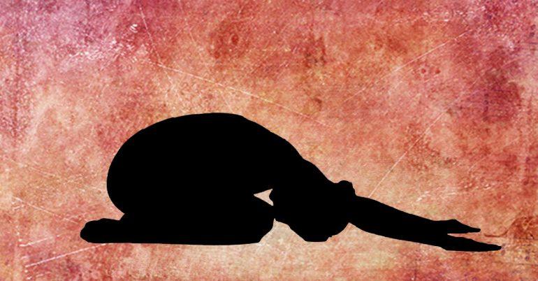 حرکت سجده یوگا برای درمان گردن درد