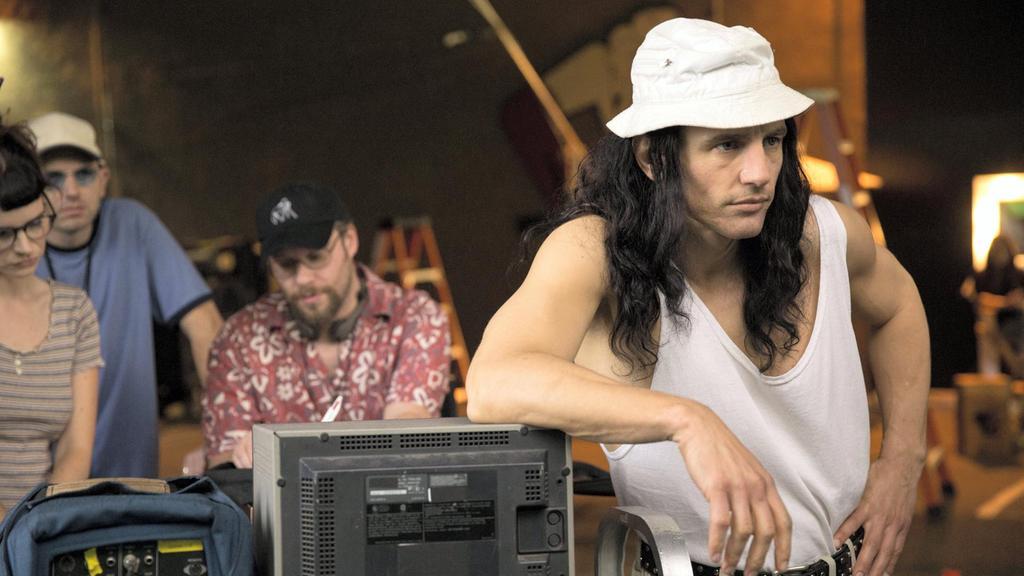 جیمز فرانکو بازیگر و کارگردان جوان هالیوودی سراغ پشت پرده بخشی از زندگی وایزو و همچنین پشت صحنه و روند شکل گیری این فیلم را به شکلی هنرمندانه به تصویر کشیده است.