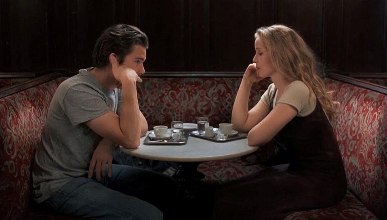 به ذهن میرسد که این فیلم میتوانست در یک پلان فیلمبرداری شود ولی لینکلیتر خودش را درگیر این بازیها نمیکند و به تنها چیزی که اهمیت میدهد شکلگیری رابطهای عاشقانه است