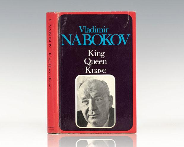 Vladimir Nabokov در رمان شاه، بی بی، سرباز یکی در میان به سراغ شخصیتها میرود و از نگاه آن شخصیت به روایت ماجرا میپردازد. به نوعی راوی ما با وجود برخورد سوم شخص با کاراکترها دانای کل نیست. او در هر بخش صرفاً آنچه که از دید آن شخص پیداست را تعریف میکند و نه چیزی بیشتر.