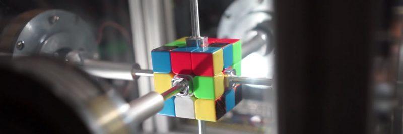 ربات با توانایی حل مکعب روبیک