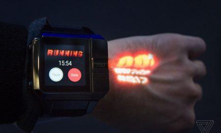 ساعت هوشمند دارای پروژکتور